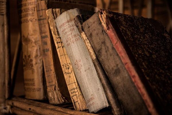 old-books-436498_960_720.jpg